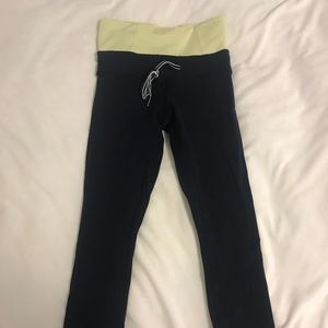 Navy Lulu lemon crop leggings